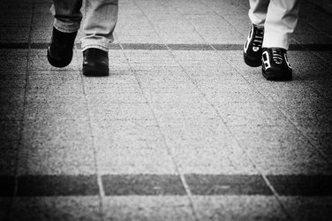 alkalmi gördülő cipő