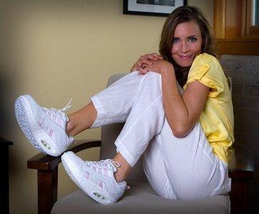 női gördülő cipő