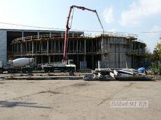 csarnok szerkezetépítés - Ghibli betonozása