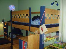 egyedi gyerekbútor magasított ágy