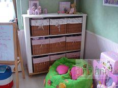 egyedi gyerekbútor fehér polc