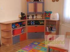 egyedi gyerekbútor szekrénysor