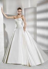 La Sposa menyasszonyi ruha